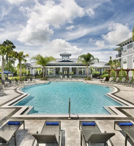 Camden Waterford Lakes Apartments in Orlando, Florida